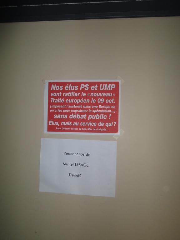 Sur la porte de Mr Lesage député PS