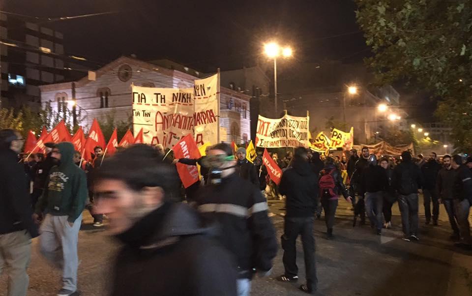 Nuit rouge et noire à Athènes